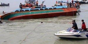 Cenazeden dönerken tekneleri battı