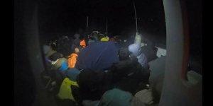 Kamyonet arkasında 65 göçmen yakalandı