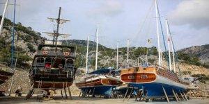 Antalya'da turistik yatlar karaya çıktı