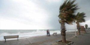 Akdeniz' de fırtına uyarısı