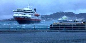 İtalya Tunus'a Giden Yardım Gemisine El Koydu!