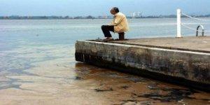 """Balıkçıların """"deniz salyasıyla"""" başı dertte"""