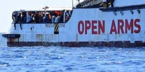 Kurtarılan göçmenler 7 gündür denizde, yiyecek stoku azalıyor!