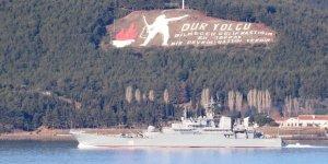 Rus askeri gemi Çanakkale'den geçti