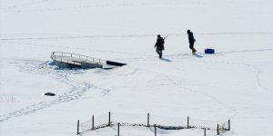 Göl dondu, tekneler buzun içinde kaldı