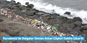 Karadeniz'de Dalgalar Denize Atılan Çöpleri Sahile Çıkarttı