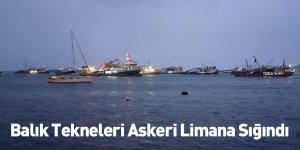 Balık Tekneleri Askeri Limana Sığındı