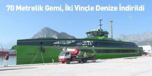 70 Metrelik Gemi, İki Vinçle Denize İndirildi