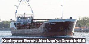 Konteyner Gemisi Ahırkapı'ya Demirletildi