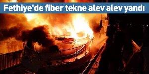 Fethiye'de fiber tekne alev alev yandı