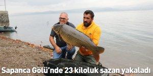 Sapanca Gölü'nde 23 kiloluk sazan yakaladı