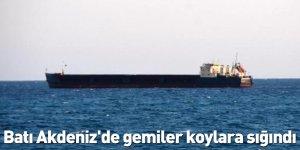 Batı Akdeniz'de gemiler koylara sığındı
