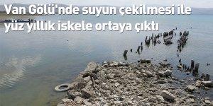 Van Gölü'nde suyun çekilmesi ile yüz yıllık iskele ortaya çıktı