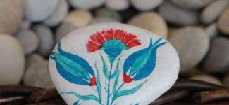 Renklerin büyüsü deniz taşlarıyla buluştu