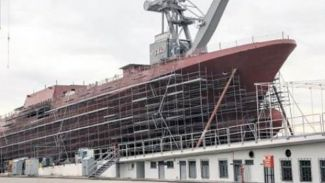Hayalet gemi TCG Burgazada suya indiriliyor