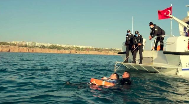 deniz-polisi-nden-nefes-kesen-kurtarma-tatbik-3-13832140-o.jpg