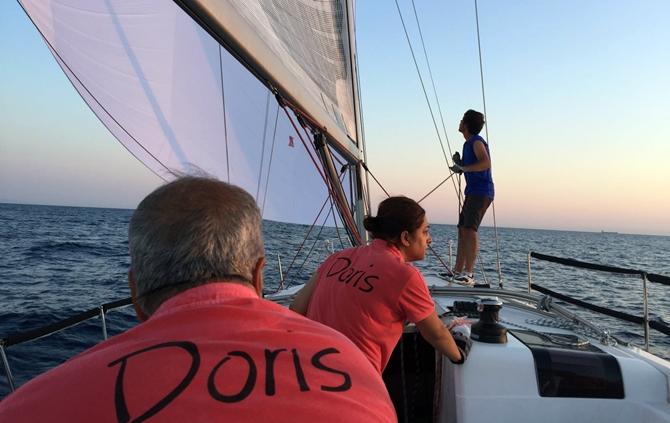 doris-teknesi-balon-ve-ana-yelken-ile-seyir-yaparken.jpg