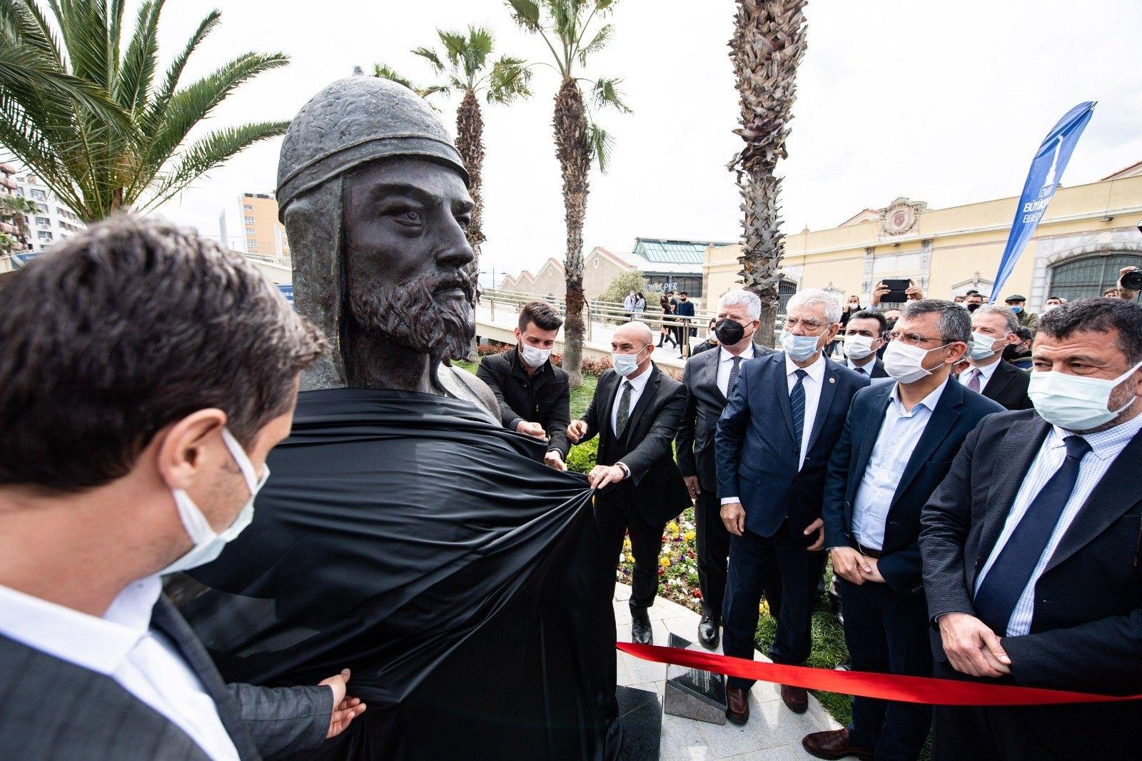 ilk-turk-denizcilerinden-caka-beyin-bustu-acildi-20210414aw29-1.jpg