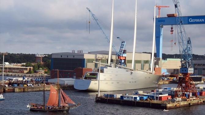 sailing_yacht_a-(1).jpg