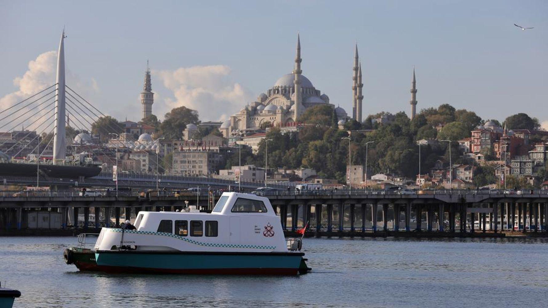 yerli-ve-milli-deniz-taksi-suya-indi-ilk-musterisi-imamoglu-oldu.jpg
