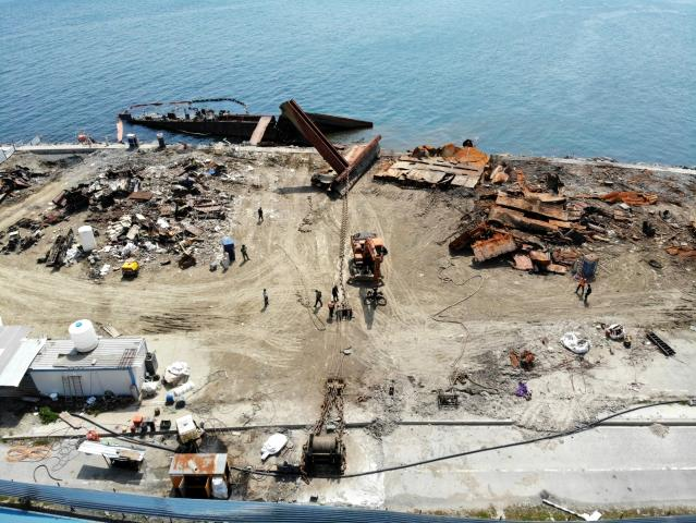 zeytinburnu-nda-kiyiya-vuran-gemisinin-buyuk-5-14069719-osd.jpg